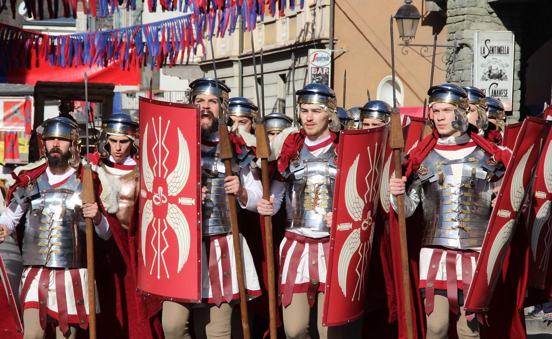 Il rione Vicus Colubris sfila per le vie del centro storico