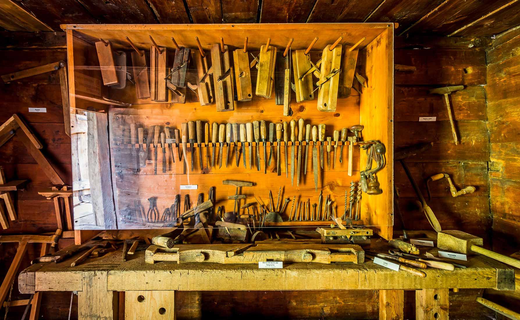 Gli attrezzi utilizzati dai macons, i muratori di Fontainemore