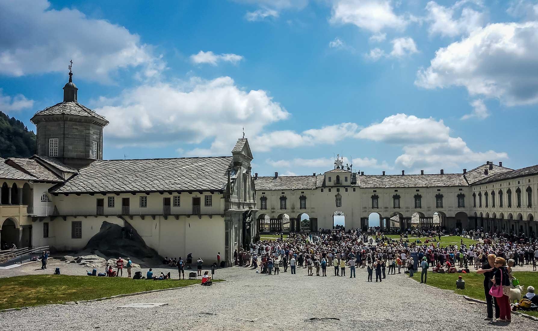 L'arrivo della Processione alla Basilica antica