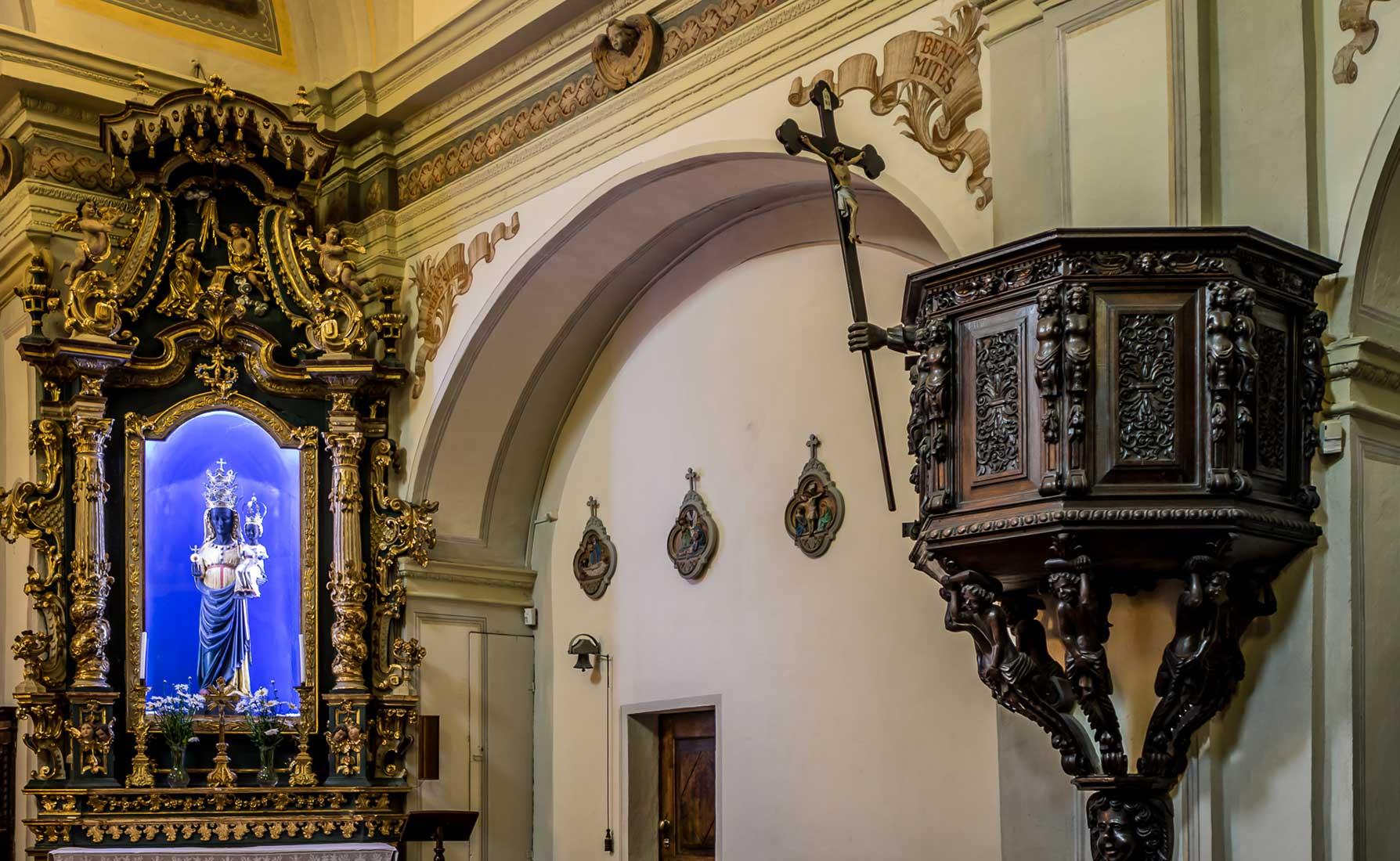 La Madonna Nera di Oropa e il pulpito in legno