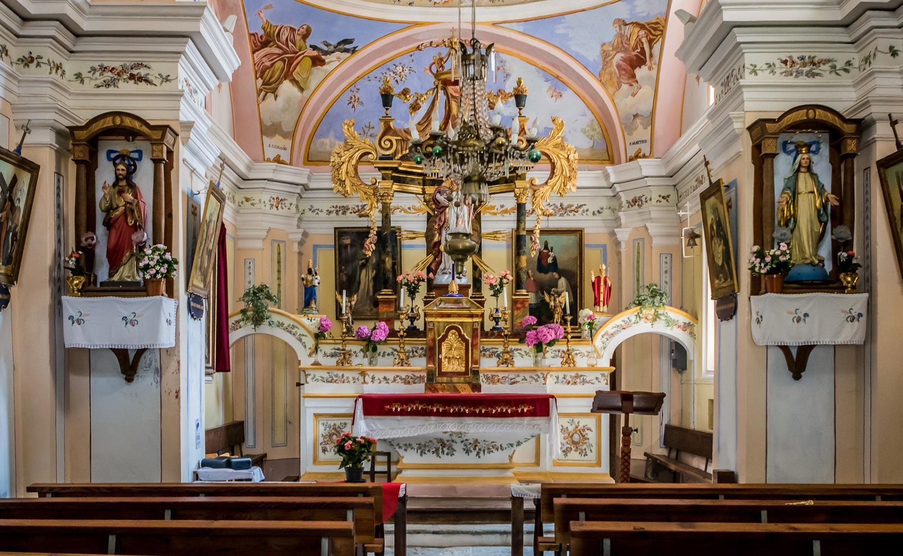 All'interno della Cappella di Planaz