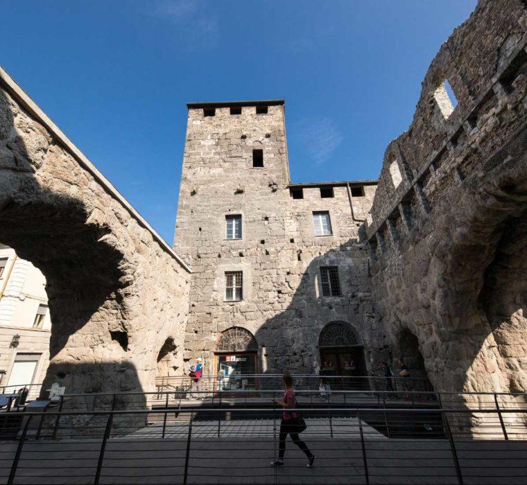 Porta Praetoria e la torre difensiva - © Archivio Fotografico Regione Autonoma Valle d'Aosta